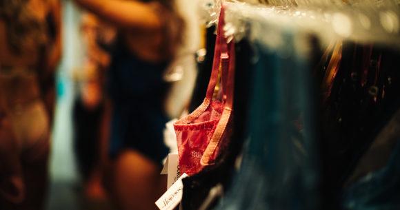 Un Défilé De Lingerie Pour La Boutique Kitsh Centre Ville De